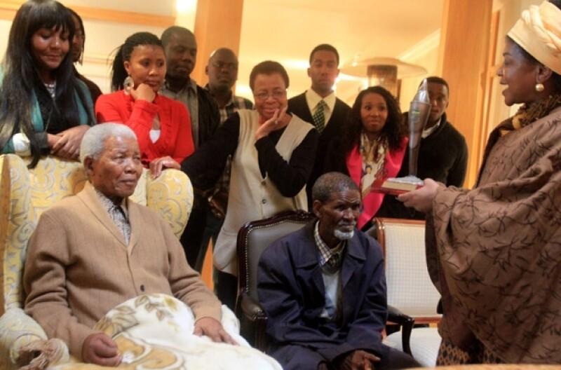 """Makaziwe Mandela, la hija mayor de Nelson Mandela, admitió hoy que su padre está """"muy mal"""" y que todo podría pasar de manera """"inminente"""","""