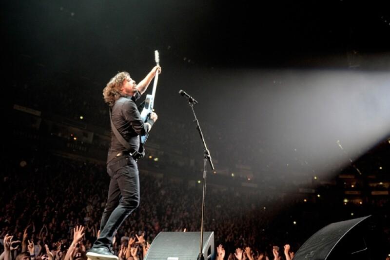 En la imagen, Dave Grohl durante un concierto épico en Alemania.