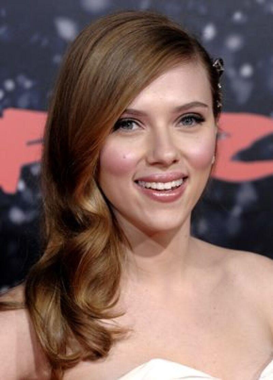 La actriz donó un pañuelo usado por ella para ayudar a niños de escasos recursos.