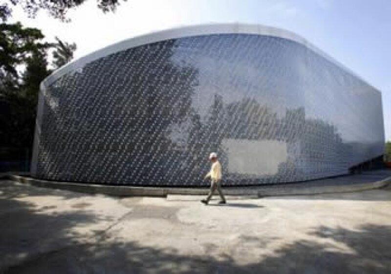 Esta construcción se una a otras a nivel mundial edificadas con simples botellas de plástico. (Foto: Reuters)