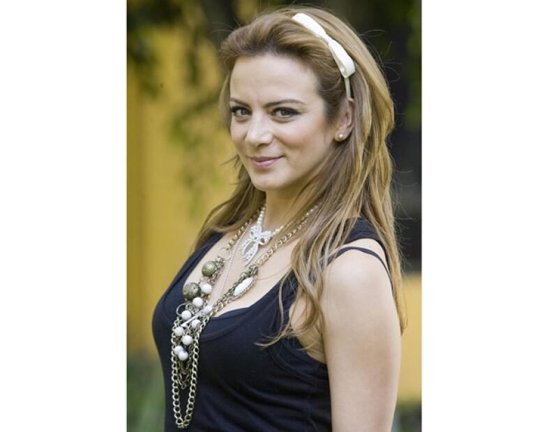 La actriz mexicana interpreta a una mujer que busca por todos los medios la solución a los problemas sexuales que tiene con su esposo, en el filme que se estrenó esta semana.
