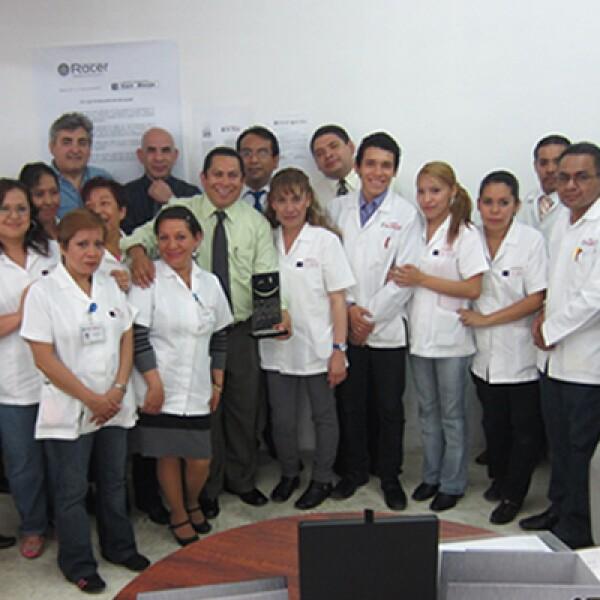 Farmacias San Isidro celebró en el punto de venta. Agradeció a los empleados que están en contacto con los clientes su dedicación al trabajo.