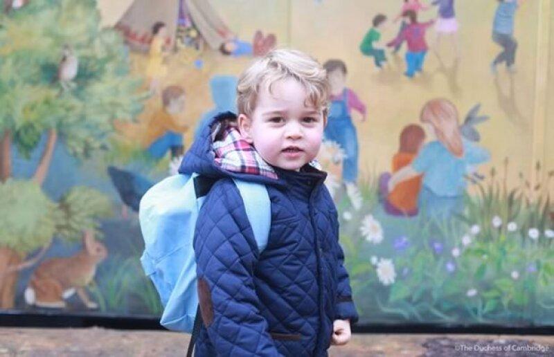 Kensington Palace reveló las imágenes de la llegada del príncipe de Cambridge al colegio Westacre Montessori. Las fotos fueron tomadas por su mamá, Kate Middleton.