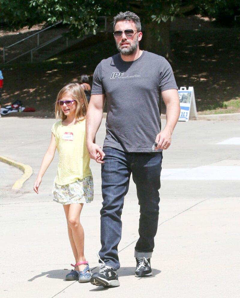 El actor y su hija Violet estuvieron de visita en Atlanta visitando museos, y la atención de su visita se centró en la argolla que el actor llevaba en su mano izquierda, misma que había dejado de usar