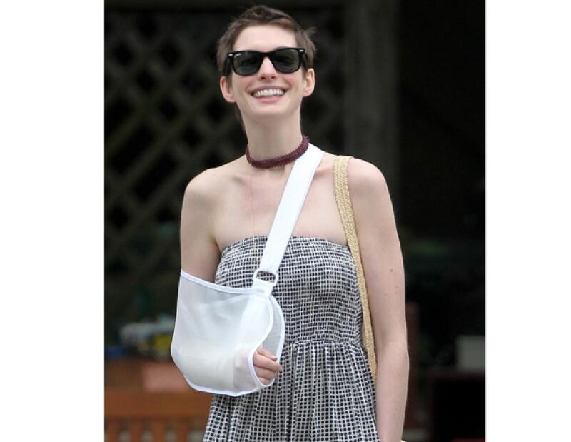 La popular actriz fue vista el pasado miércoles en Nueva York llevando un soporte para el brazo que dejaba entrever su muñeca con una venda.