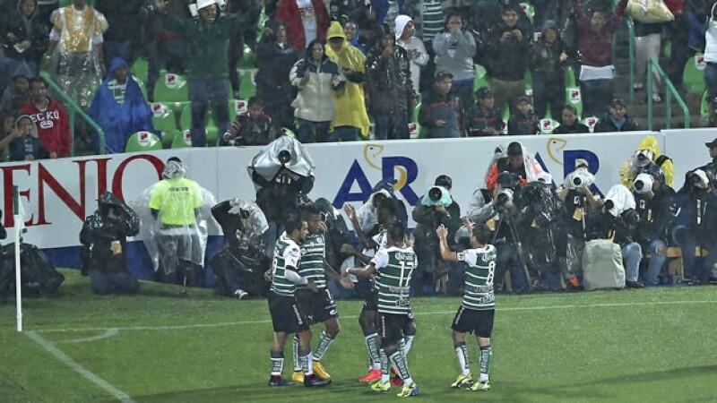 Los jugadores de Santos Laguna festejan el triunfo ante Puebla en la final de la Copa Mx