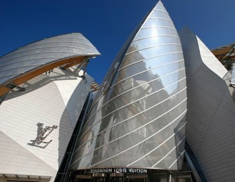 la fundacion Louis Vuitton fue el escenario ideal para el desfile.
