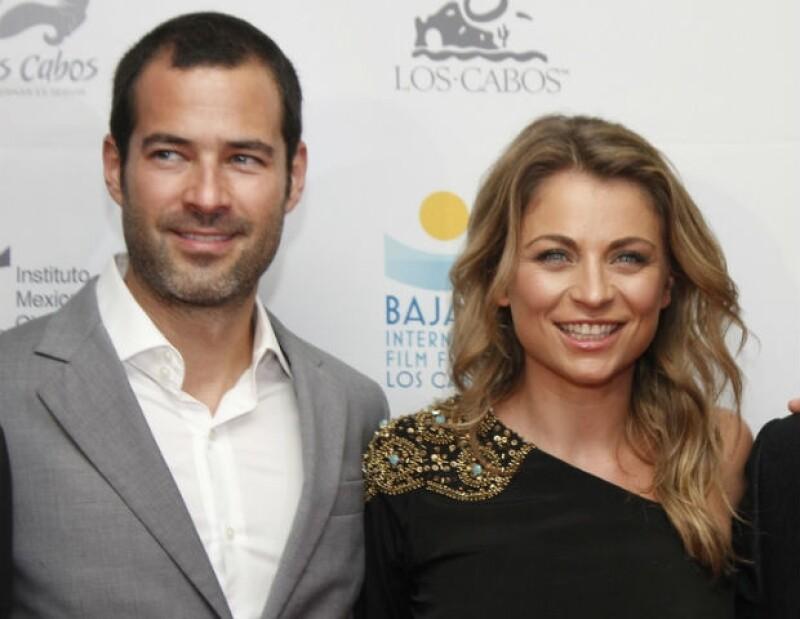 """La noche de ayer, la guapa actriz llegó acompañada de su esposo a la alfombra roja de """"Volando Bajo"""", película que protagonizó y tuvo su estreno mundial en el Baja International Film Festival."""