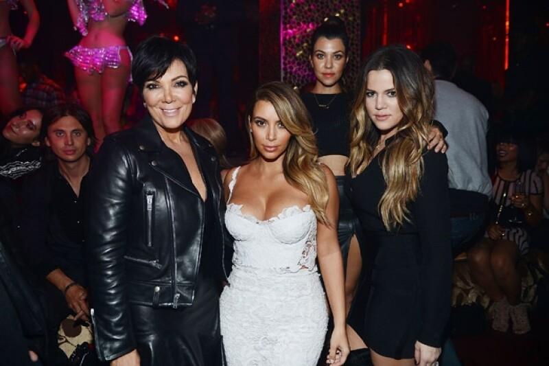 """Kris, Kourtney, Kim y Khloé presentaron una demanda contra Ellen Pearson por vender cosas privadas de Robert Kardashian. De acuerdo con Radar Online, Kim dijo que Ellen es una """"serpiente escurridiza""""."""