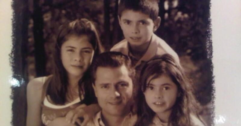 Enrique Peña Nieto con Paulina, Alejandro y Nicole.