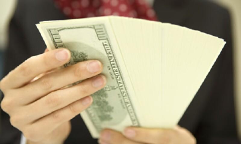 Banco Base indica que la debilidad del peso ante el dólar se debe a las preocupaciones por el abismo fiscal en EU.  (Foto: Getty Images)