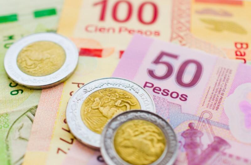 En ventanilla, el dólar se ubica en 13.16 pesos a la venta. (Foto: Getty Images)