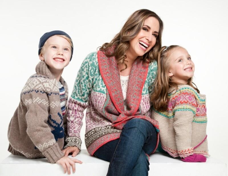 Martha Guzmán con sus hijos Diego y Andrea, muy navideños con Quién.com