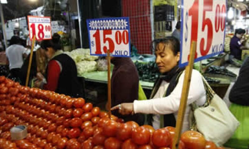 La inflación subyacente, la que vigila Banxico para sus decisiones de política monetaria, aceleró a 2.40%.  (Foto: Cuartoscuro )