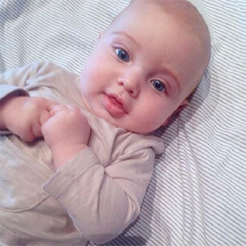 El portero del Real Madrid compartió la primera imagen del rostro de su bebé como felicitación a Sara Carbonero por el Día de la Madre.
