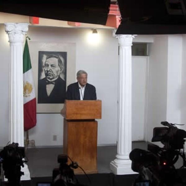 Desde que inició su campaña Lopez Obrador da conferencias por las mañanas como cuando era jefe de gobierno