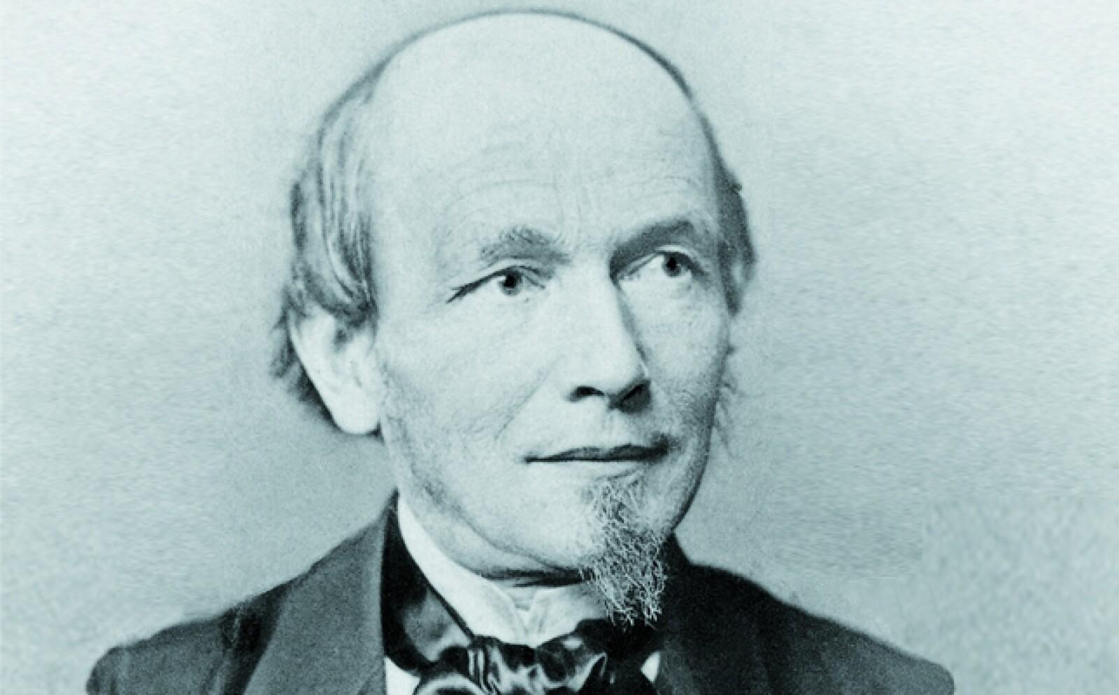 En 1845 fundó la casa relojera Lange & Söhne en el poblado de Glashütte, Alemania. También inventó la platina de tres cuartos, para aumentar la estabilidad y resistencia de los mecanismos de relojería.