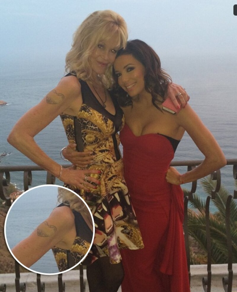 La actriz de 56 años hizo su primera aparición en red carpet tras su ruptura con Antonio Banderas. Aquí un close up de su tatuaje removido.