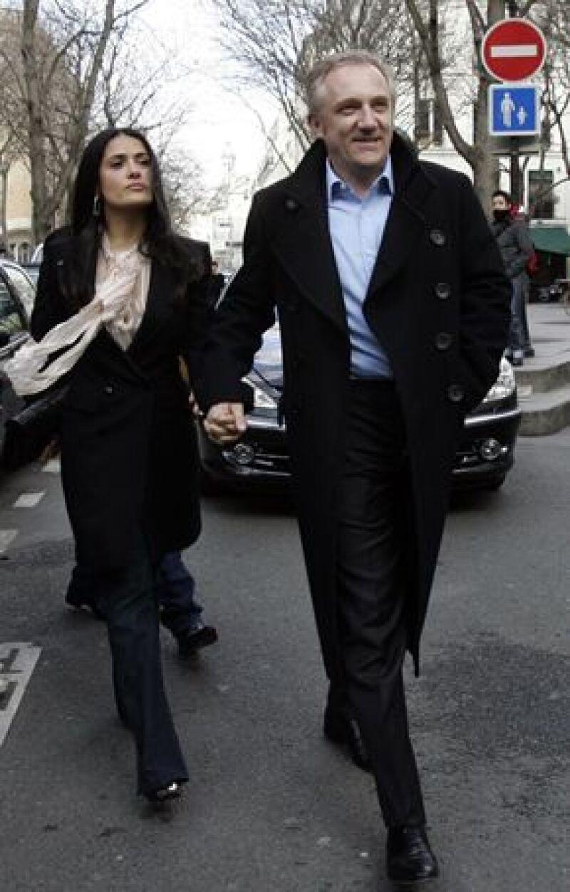 Acudieron a la pasarela de Stella McCartney y llegaron tomados de la mano al Hotel Crillon.