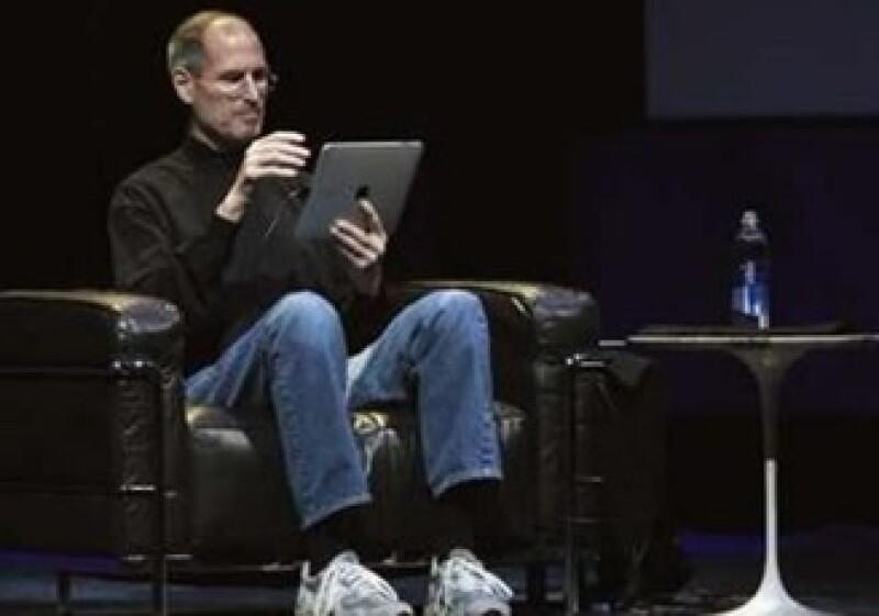 El CEO de Apple dijo que el iPad será mejor que los teléfonos y las computadoras portátiles actuales para ver videos, disfrutar videojuegos y leer libros electrónicos. (Foto: Reuters)
