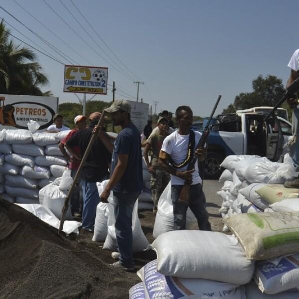 Las barricadas que instalaron los civiles armados