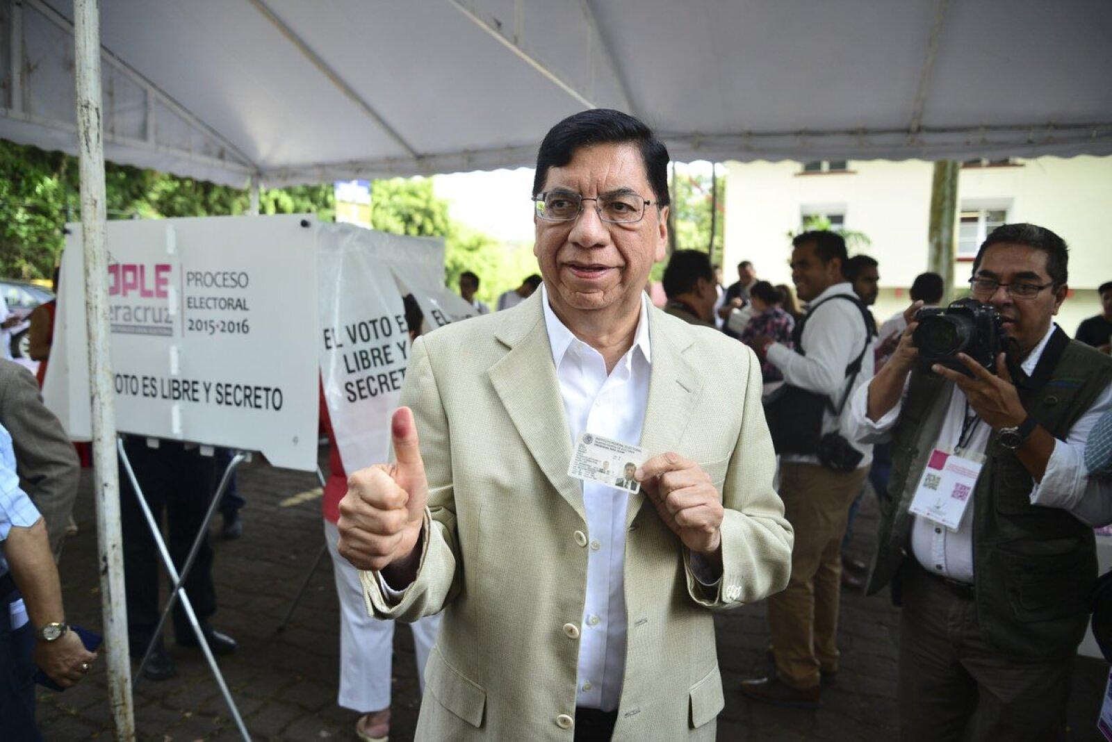 Armando Mendez de la Luz,  candidato de Movimiento Ciudadano a gobernador de Veracruz, asistió a la casilla y llamó a denunciar cualquier acto de corrupción durante la jornada electoral.