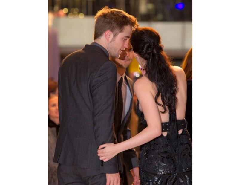 Después de que una revista estadounidese publicara unas fotografías donde aparece Kristen muy romántica con Rupert Sanders, amigos cercanos del actor aseguran que está celoso y triste.