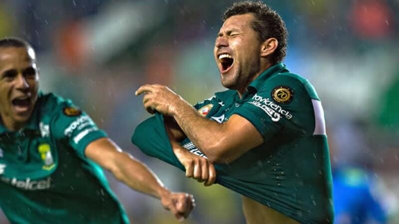 Miguel Sabah reacciona luego de haber marcado el 2-1 favor León este jueves