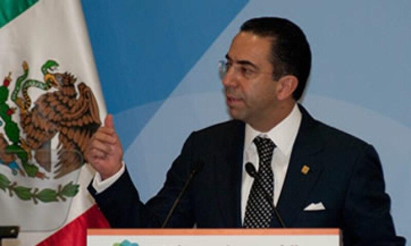 Lozano opinó que los grupos de inversionistas no cumplieron con demostrar la disponibilidad de fondos para rescatar a Mexicana. (Foto: Notimex)