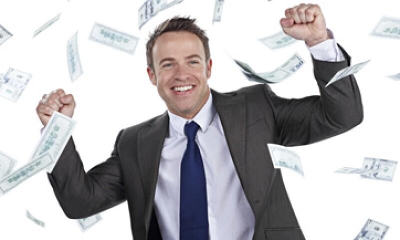 Las personas se sienten más felices si gastan su dinero en experiencias, en vez de gastarlo en cosas, dice experto. (Foto: istockphoto.com )