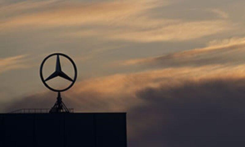 Aabar ya no posee ninguna acción en Daimler tras vender 32.75 millones de acciones de la automotriz el 5 de octubre. (Foto: AP)