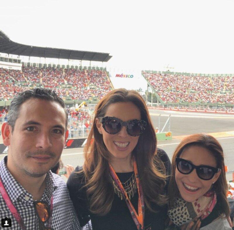 Jacky Bracamontes no podía faltar al Autódromo Hermanos Rodríguez.