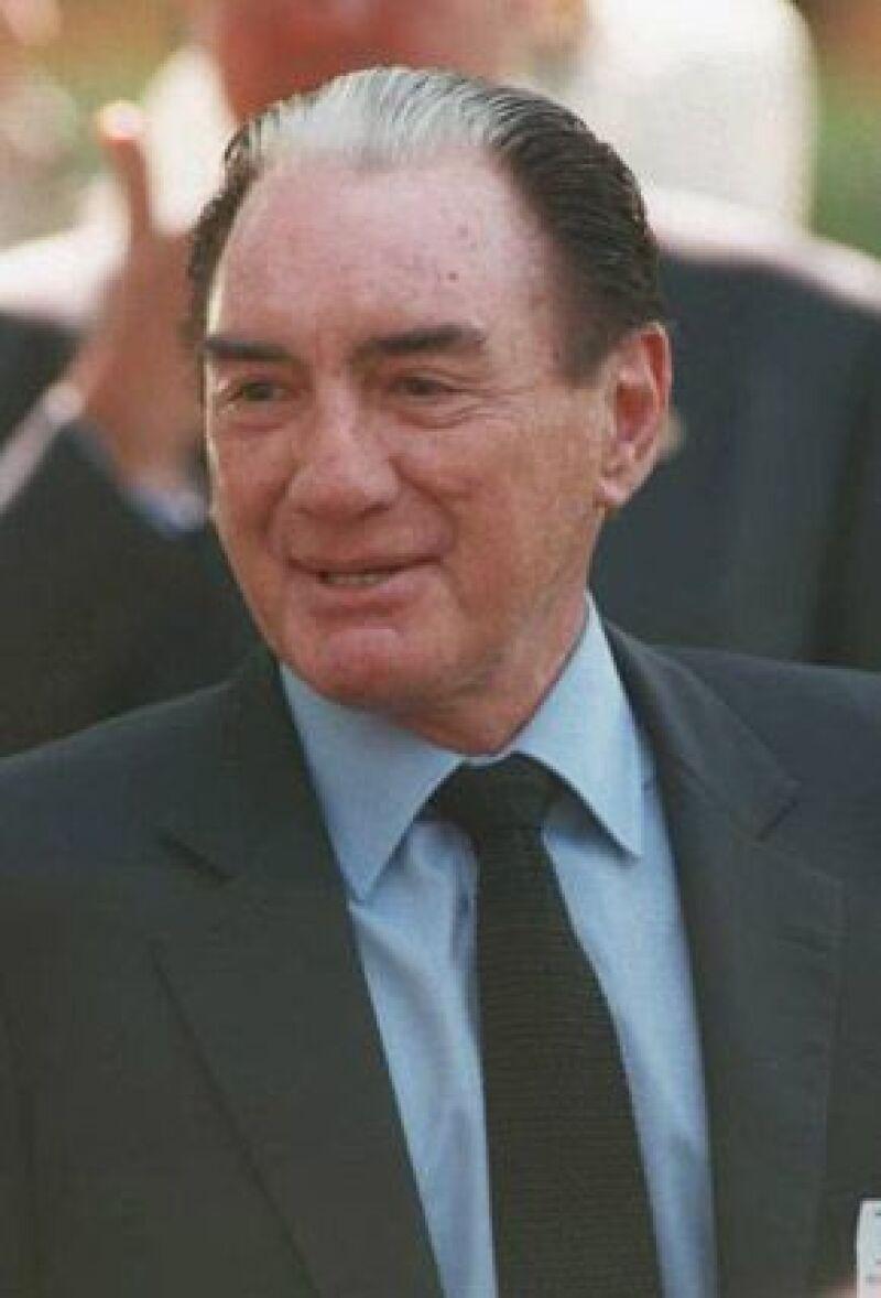 El hombre de negocios, quien poco antes de su muerte cedió el mando a su hijo Emilio Azcárraga Jean como presidente y director general de la compañía, estuvo al frente durante 25 años.