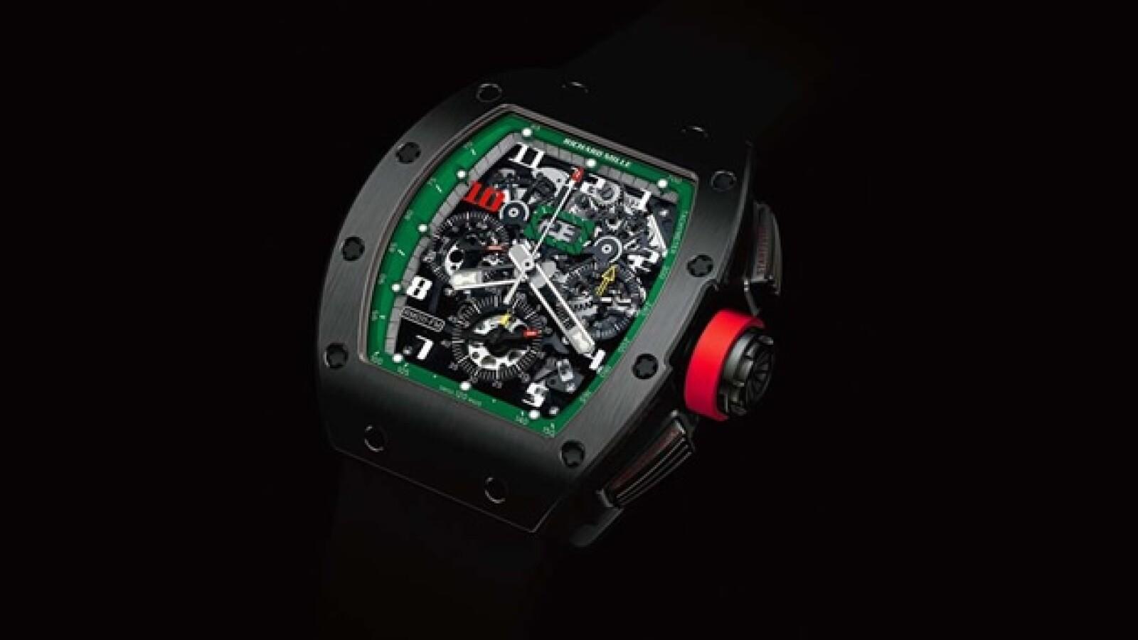 El diseño de Richard Mille cuenta con caja de titanio negro DLC y correa de caucho.