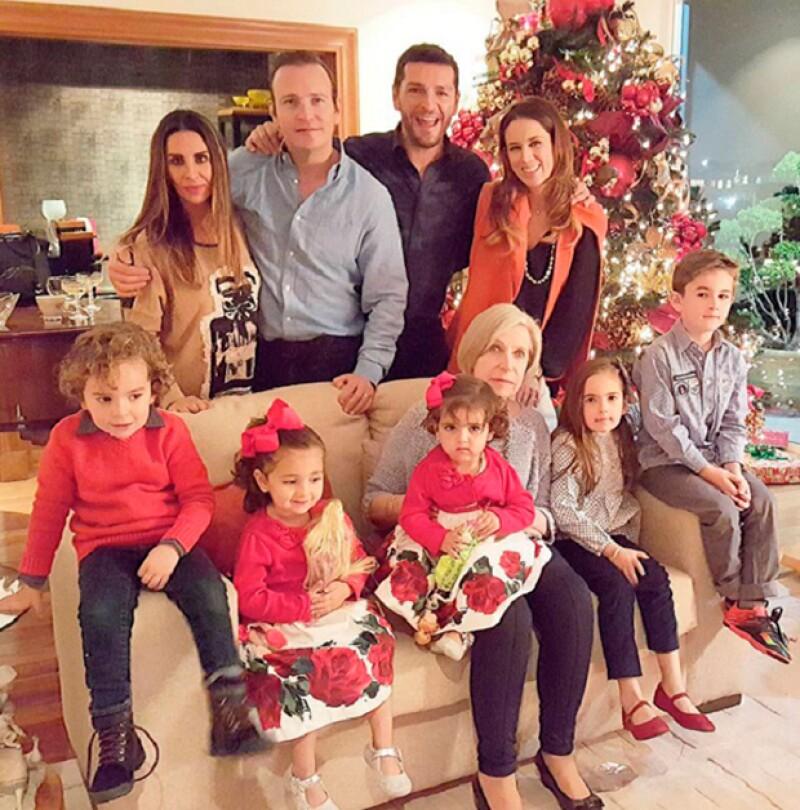 Jacky, Martín y sus hijas celebraron la Navidad junto a la familia del abogado.