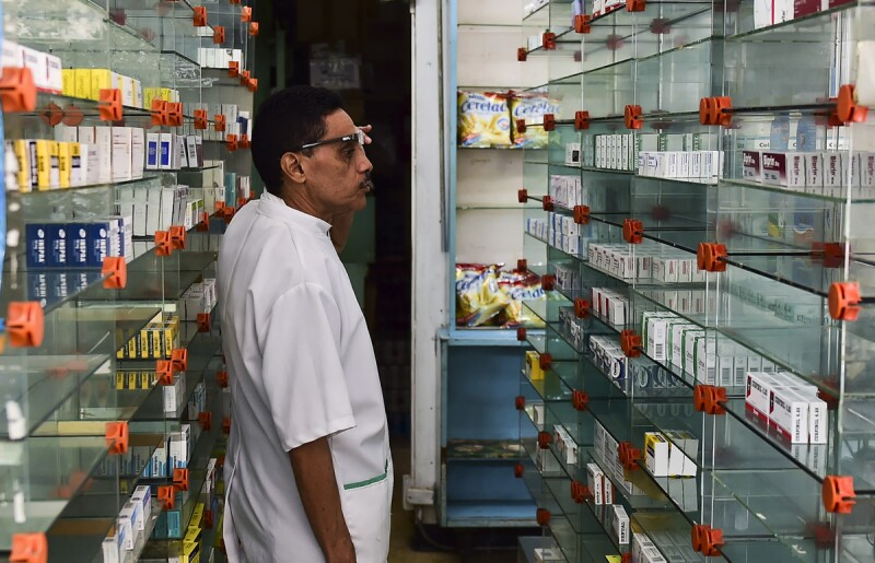 La falta de medicamentos en las farmacias ha provocado el cierre de establecimientos.