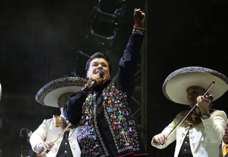 El divo de Juárez falleció hoy de un infarto, lo recordamos con su música