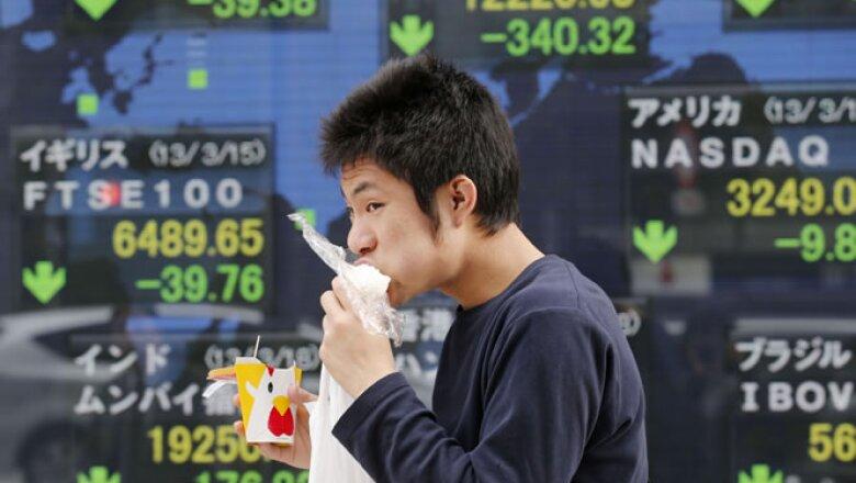 Los mercados fueron afectados ya que el rescate propuesto asustó a los inversores. El índice Nikkei en Japón reportó su mayor caída en 10 meses.