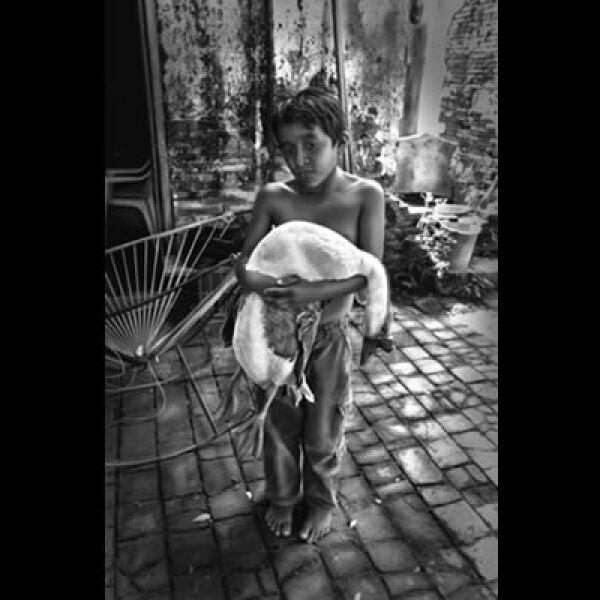 El autor de la foto, Giorgio Viera, nos deja ver su versión de la realidad en municipio San Rafael, Veracruz. Ganó 6,000 dólares en efectivo más equipos fotográficos del mismo valor.