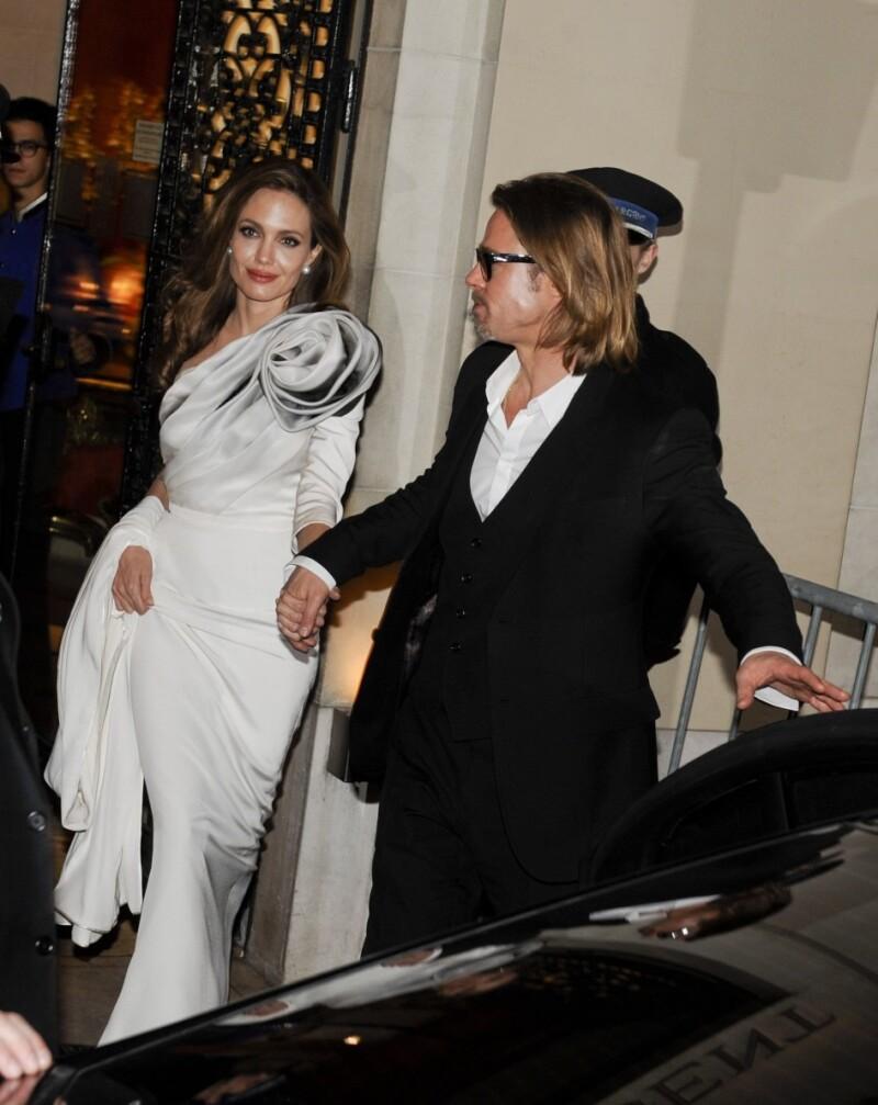 Este verano, la actriz llegará al altar con Brad Pitt y ha buscado a su consejero espiritual para determinar el día de su enlace nucpcial.