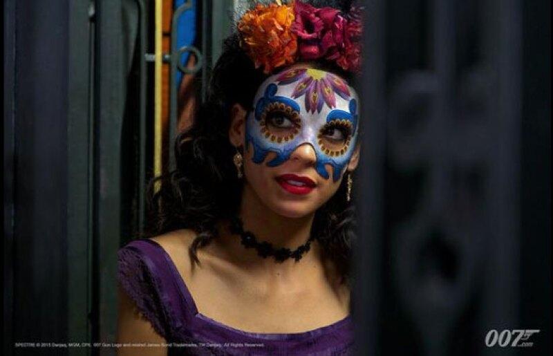 En un traje típico de Día de Muertos, Stephanie se ve guapísima.