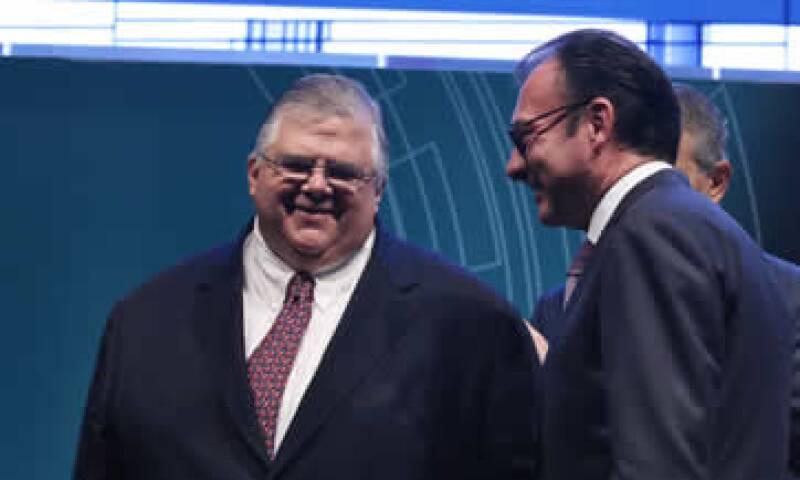 El Gobernador de Banxico, Agustín Carstens, y el secretario de Hacienda, Luis Videgaray, dieron el anuncio en conferencia.  (Foto: Cuartoscuro)