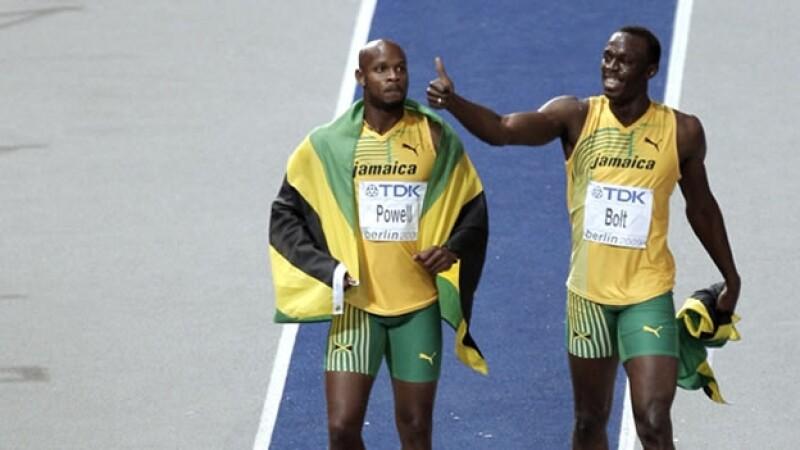 Usain Bolt y Asafa Powell tras una carrera