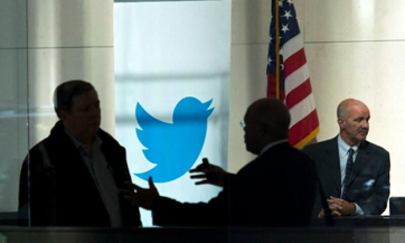 Twitter ofrecerá sus acciones entre 17 y 20 dólares cada una en su OPI. (Foto: Reuters)