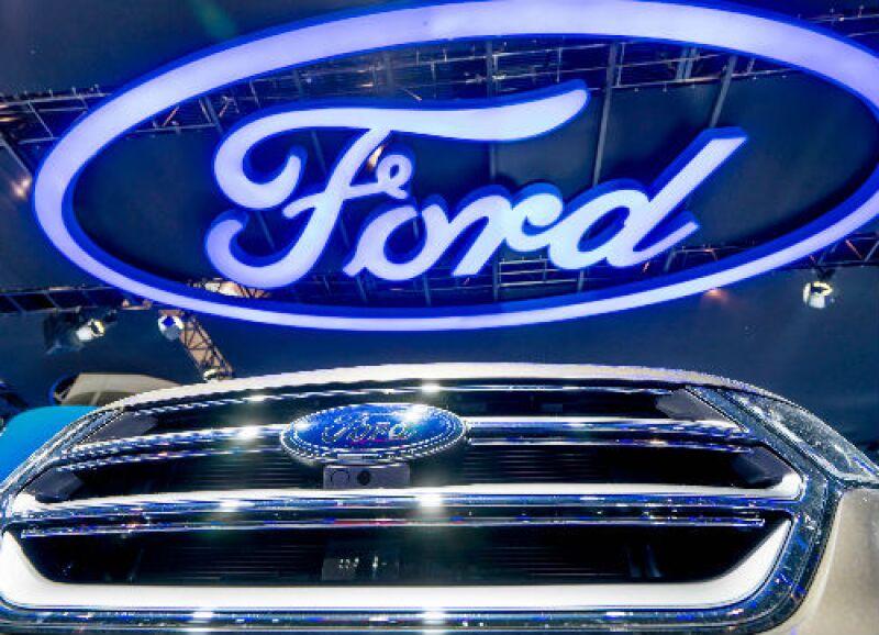 Ford logo y auto