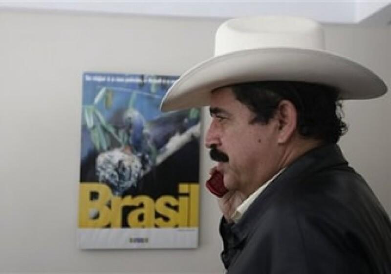 Manuel Zelaya permanece refugiado en la embajada brasileña en Tegucigalpa. (Foto: AP)