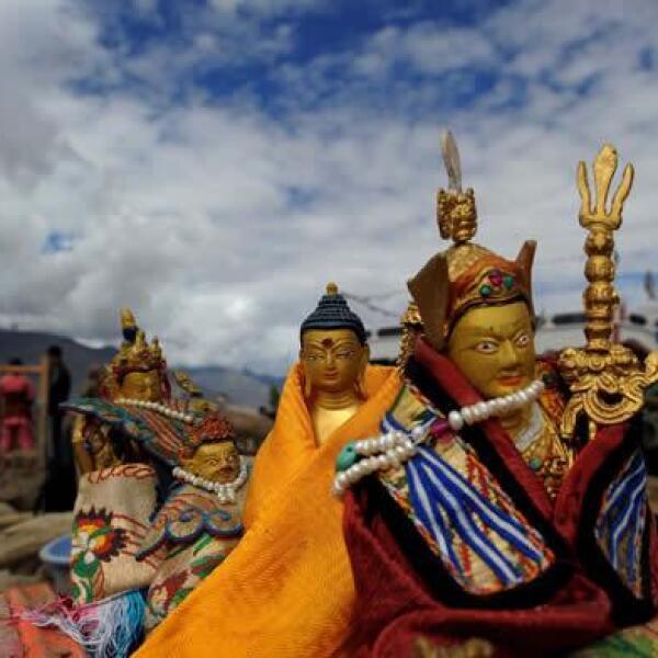Gente rescata imagenes de Buda