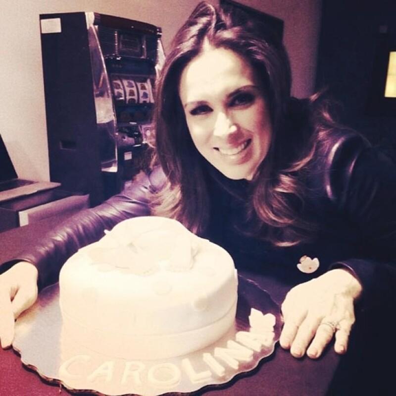 Jacky Bracamontes presumió el encantador pastel con el que fue consentida.