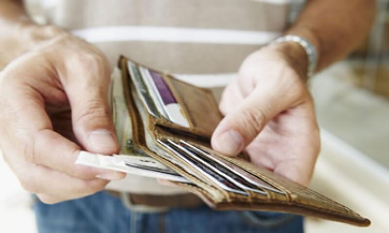 Disminuye los gastos innecesarios y negocia deudas más baratas. (Foto: istockphoto.com )