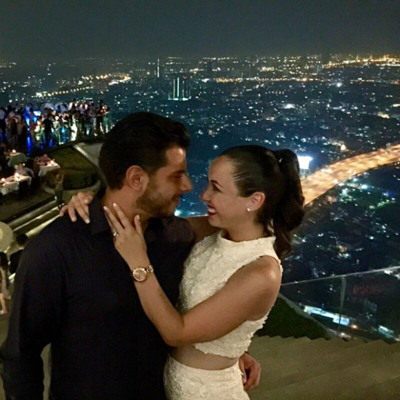 Bangkok es el más reciente destino de la pareja que se mira con mucho amor.